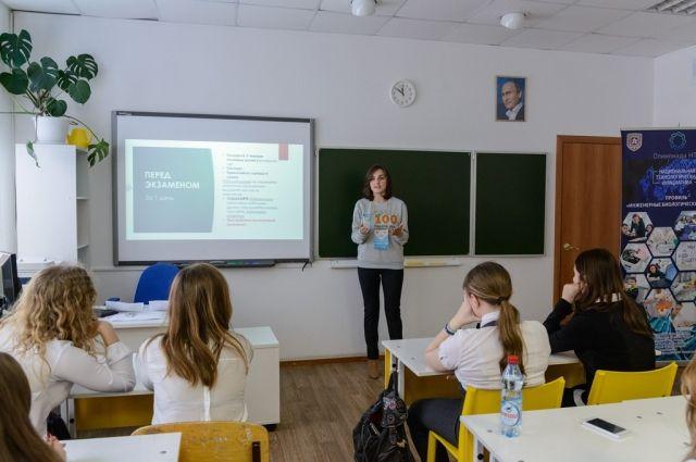 По словам учителей, школьники теперь ЕГЭ не боятся.