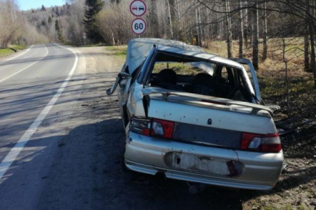 Машина с подростками перевернулась в результате ДТП.
