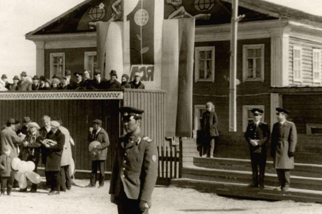 1 мая 1973г Районная библиотека в клубе Старый Сургут