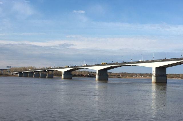 Полностью работы на мосту планируется завершить до 1 сентября этого года.