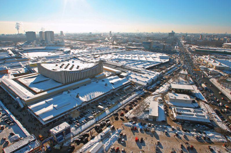 Черкизовский рынок. Крупный вещевой рынок на востоке Москвы, существовавший с начала 1990-х годов. Рынок пытались закрыть трижды начиная с 2001 года, но он продолжал работать, игнорируя постановление Арбитражного суда очистить территорию. В итоге Черкизовский все-таки закрыли, а торговцы переехали на другие московские рынки.