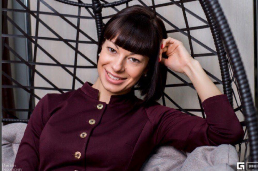 Ляшевская Анна Васильевна, 1988 г.р., заведующая аптекой в аптечной сети, хобби - фитнес, кулинария.
