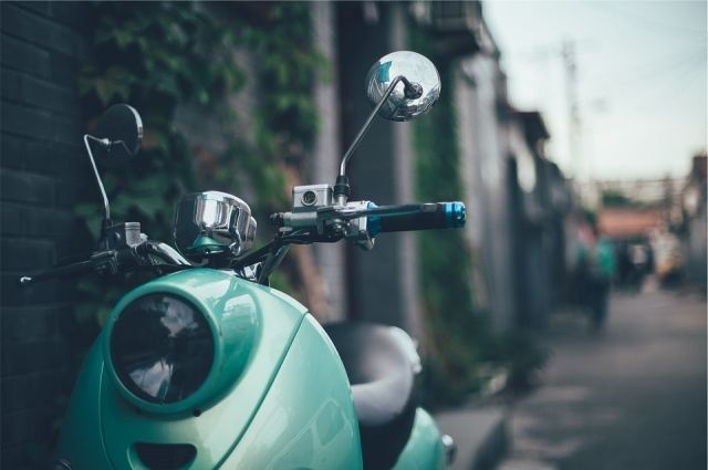 В Орске водитель скутера лишен права управлять транспортными средствами.