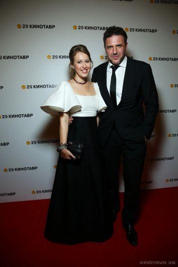 Ксения Собчак (в платье российского дизайнера Вики Газинской) с супругом, актёром Максимом Виторганом.