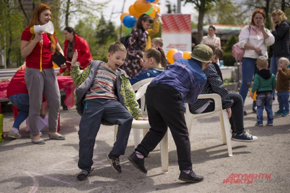 Ребята веселились и играли.