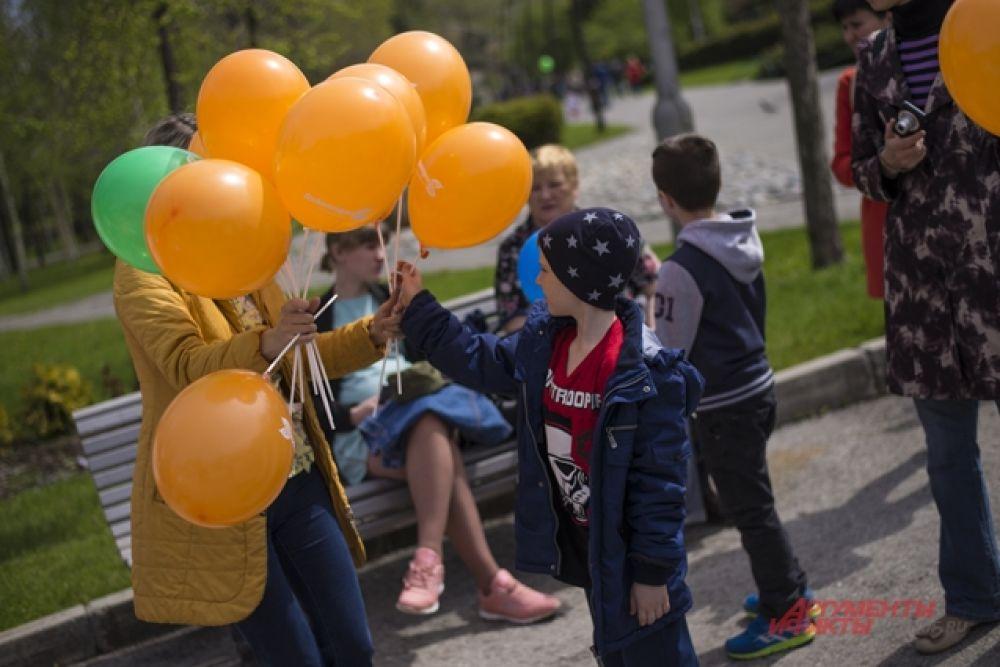 Брендированные воздушные шары пользовались у малышни большой популярностью.