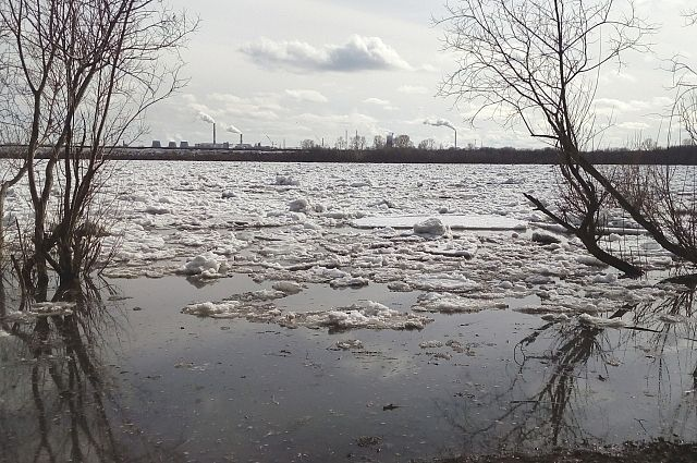 В районе Салехарда с Оби с большим опозданием сходит лед