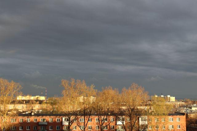Кузбассовцев ожидают жара, грозы и сильный ветер.