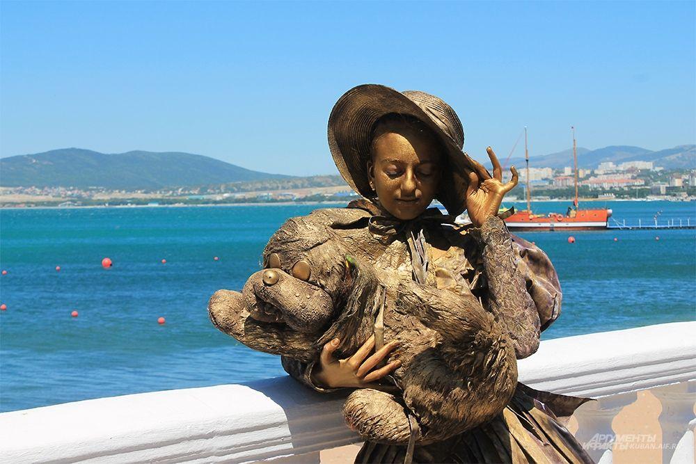 Живая статуя Дама с собачкой.