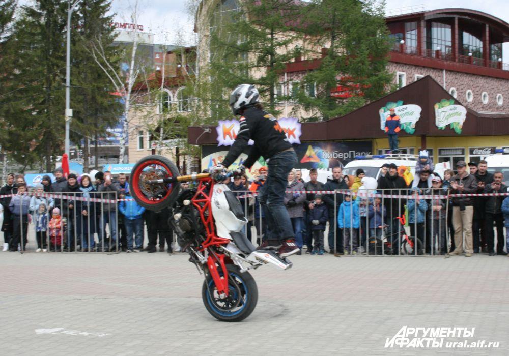 Дмитрий Трифонов (Мотоакадемия) танцевал со своим железным конём.