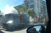 В Киеве у одной из станций метро горят киоски