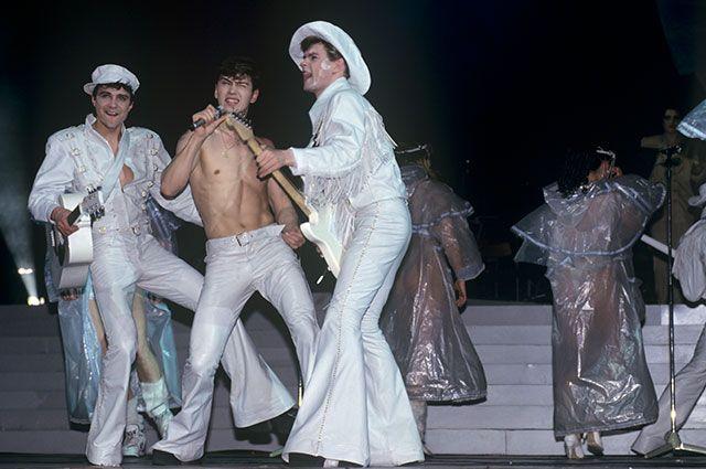 Выступление популярной группы «На-на» наконцерте вКремлевском Дворце съездов, 1994 г.