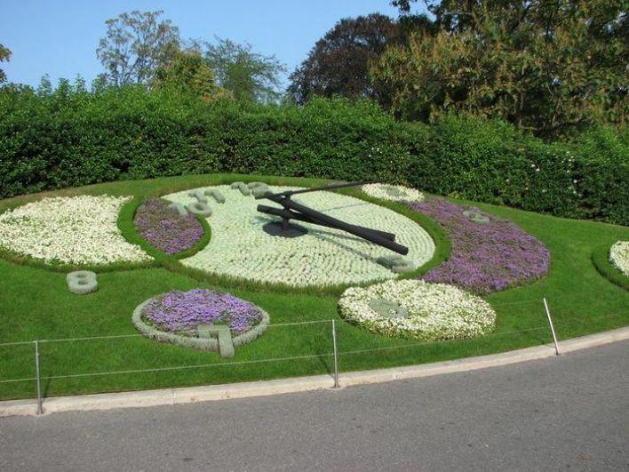В Женеве (Швейцарии) также есть прекрасные цветочые часы.