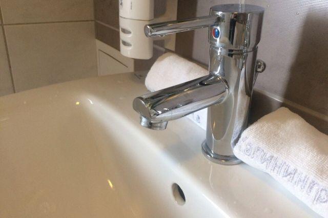 Холодная вода в жилых домах будет появляться на несколько часов в день.