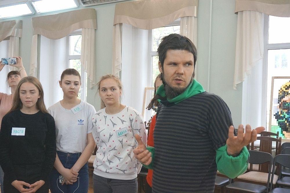 Пермских худлжник Александр Жунёв объясняет, как создавать арт-объекты в городе, не вредя окружающей среде.