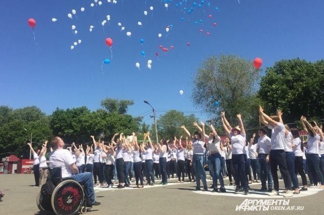 Флэшмоб в Оренбурге провели социальные работники.