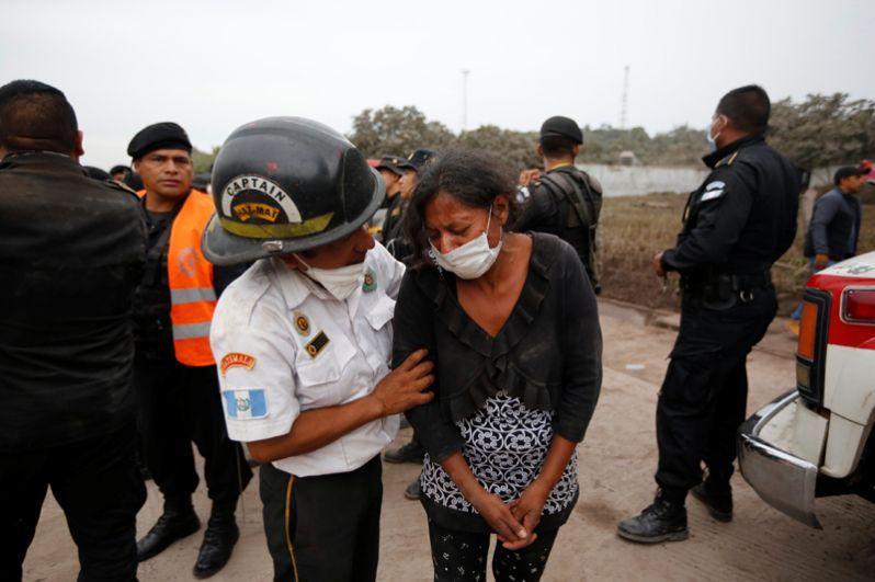 Пострадавшие в районе Сан-Мигель Лос Лотес в Эскуинтле.