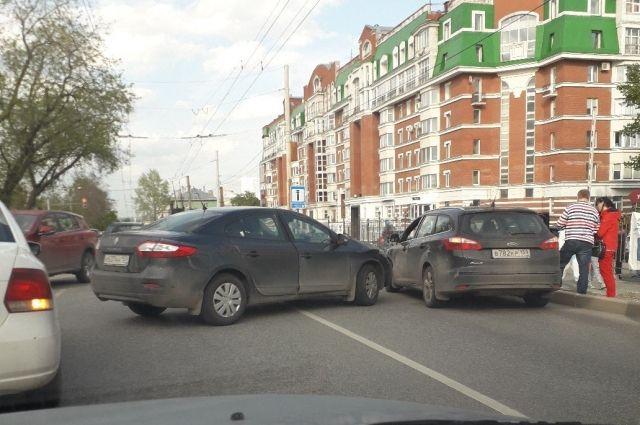 Авария произошла на улице Монастырской.