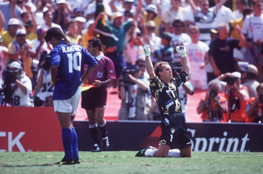 Промах Роберто Баджо на ЧМ-1994. Судьба чемпионского титула решалась в серии послематчевых пенальти в финале турнира. Заключительный пятый удар в составе сборной Италии вызвался исполнять Баджо. Мяч после удара пролетел выше ворот, а чемпионом мира стала Бразилия.