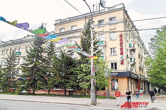 Дональд Трамп может стать владельцем квартир в этой «сталинке» в Красноярске.