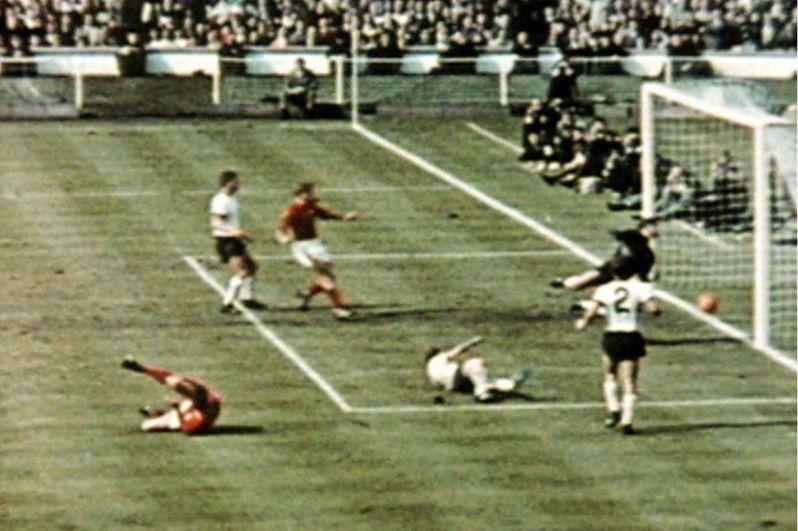 Гол на «Уэмбли» на ЧМ-1966. Третий гол англичан в матче против сборной ФРГ до сих пор остается предметом споров. После удара Джеффри Херста по воротам мяч попал в нижнюю часть перекладины и отскочил у линии ворот. Арбитр матча Готфрид Динст не был уверен в трактовке эпизода, но в итоге засчитал гол. Сборная Англии выиграла со счетом 4:2 в дополнительное время.