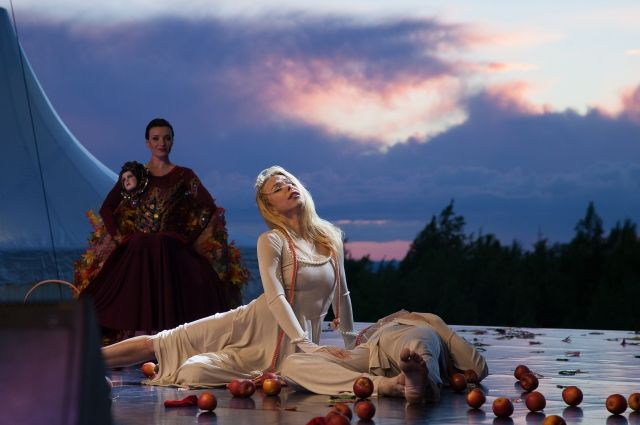 В прошлом году вместе с артистами зрители переживали историю Ромео и Джульетты.