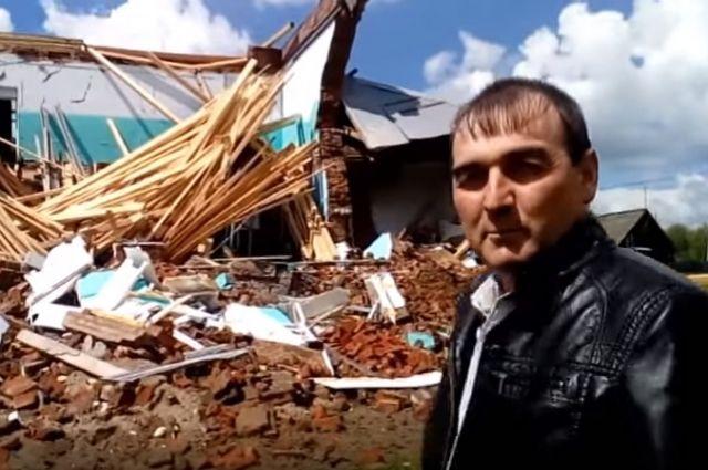 Жители Щучьего Озера записали видео на фоне руин, и теперь им строят новую школу.