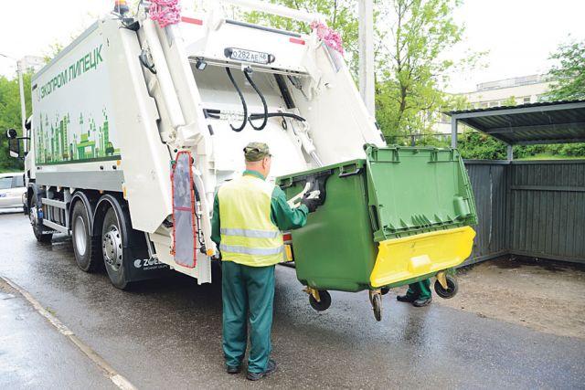 Предприятие закупило новые современные мусоровозы и евроконтейнеры.