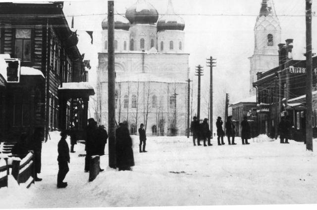 В 1918 г. ул. Трёхсвятительскую переименовали в Коммунистическую.