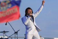 Артист приглашает жителей города на свой концерт