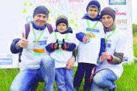 Волонтеры привели в порядок парк имени 30-летия ВЛКСМ в Омске.