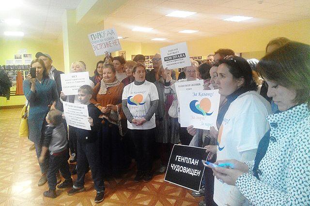 Самыми активными на публичных слушаниях были экоактивисты, выступающие категорически против застройки Казанки в районе ул. Гаврилова