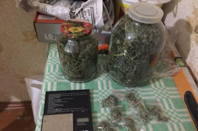 Тюменская полиция изъяла из салона автомобиля более 2,5 кг конопли