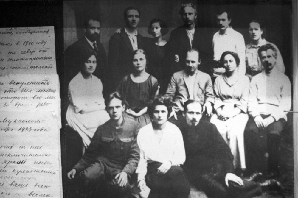 Заключенные Соловецкого лагеря особого назначения (СЛОН).