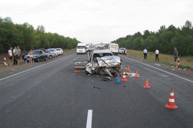 Последствия аварий на трассе часто бывают трагичными.