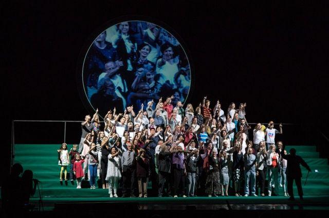 В спектакле участвовали не профессиональные актеры, а сотня обычных воронежцев.
