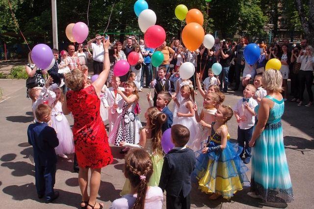 Теперь на территории дошкольного учреждения можно безопасно гулять и проводить праздники.