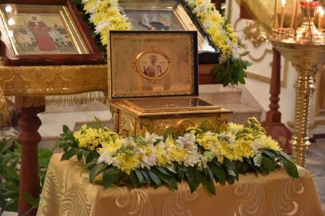 В Оренбурге, в Покровском храме находится ковчег с частичкой мощей святителя Николая.