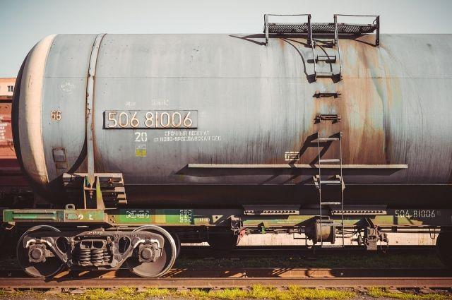 На станции Красногвардеец в Оренбуржье в цистерне выявлена течь серной кислоты.
