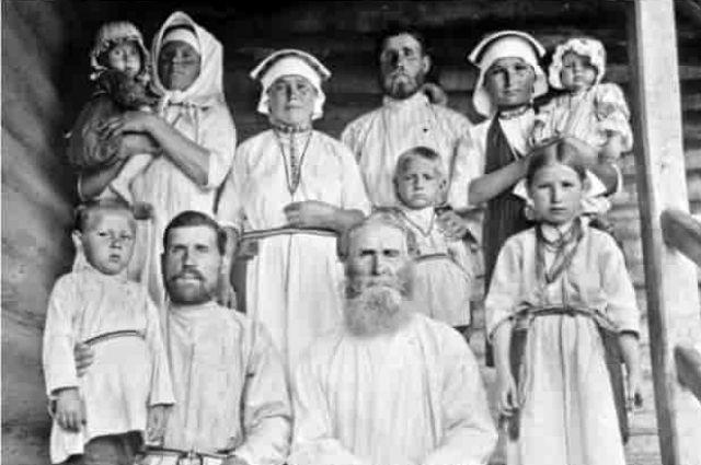 Типичные представители чуди финно-угорской. Внешние отличия: скуластость, вытянутый череп, глаза бледно-голубые, не так широко поставленные, как у других народов.