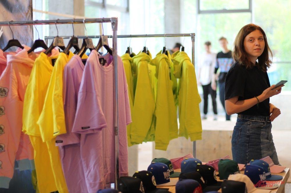 Одежда в неоновых цветах