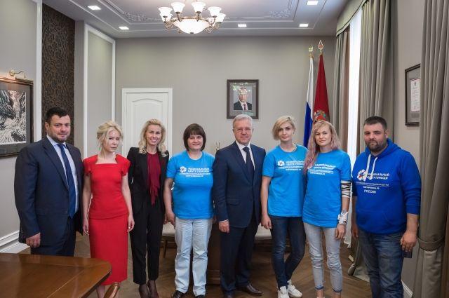 Александр Усс с сотрудниками Национального центра.