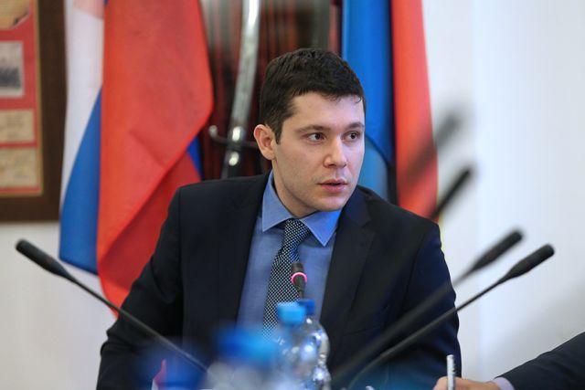 Антон Алиханов пообещал разобраться с очередями к онкологам.