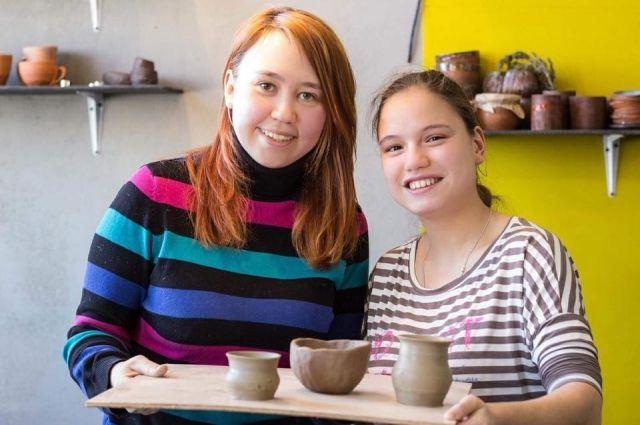 Кажется, что Юля и Женя сёстры, хотя они познакомились год назад.