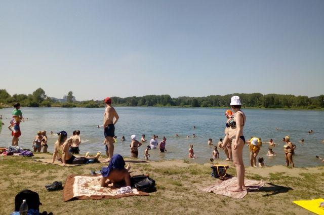 В Кемерове спасатели начали патрулировать Красное озеро.