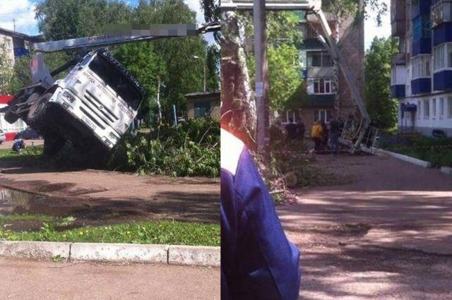 ВБашкирии двое рабочих сорвались свысоты 15 метров
