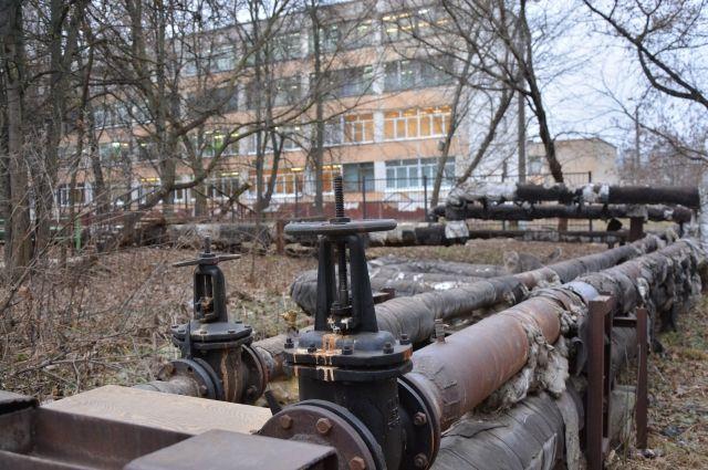 Горячая вода в городке нефтяников отключена.