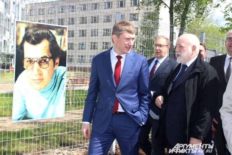 На открытие пришли губернатор Пермского края и глава группы компаний «Ренова» Виктор Вексельберг