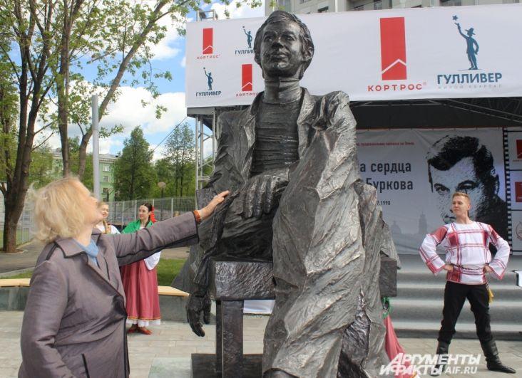Валентина Талызина много работала с Георгием Бурковым и говорит, что он был добрым человеком, гениальным актёром и уникальной личностью