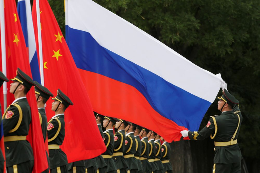 Встреча Владимира Путина перед Домом народных собраний в Пекине.